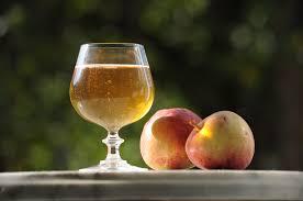 verre de cidre et pommes