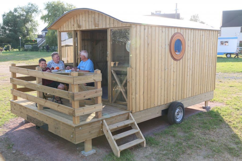 location famille roulotte en bois