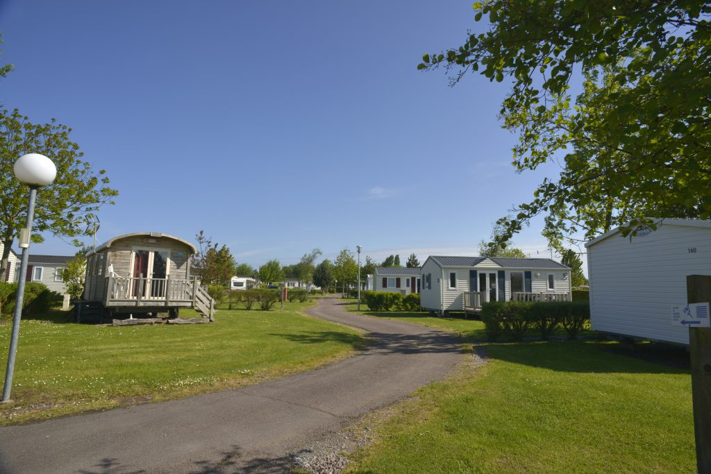 Les peupliers petit camping avec piscine merville - Camping normandie avec piscine couverte ...