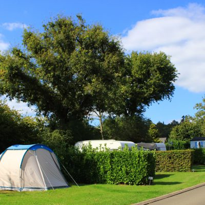 emplacement tente, forêt