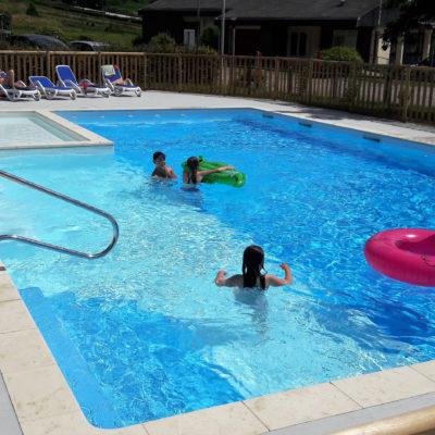 enfant jeux piscine