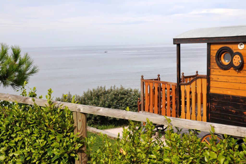Mobil-home avec vue mer