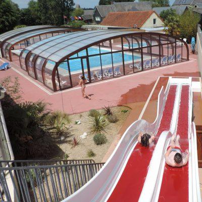 Toboggans et piscine
