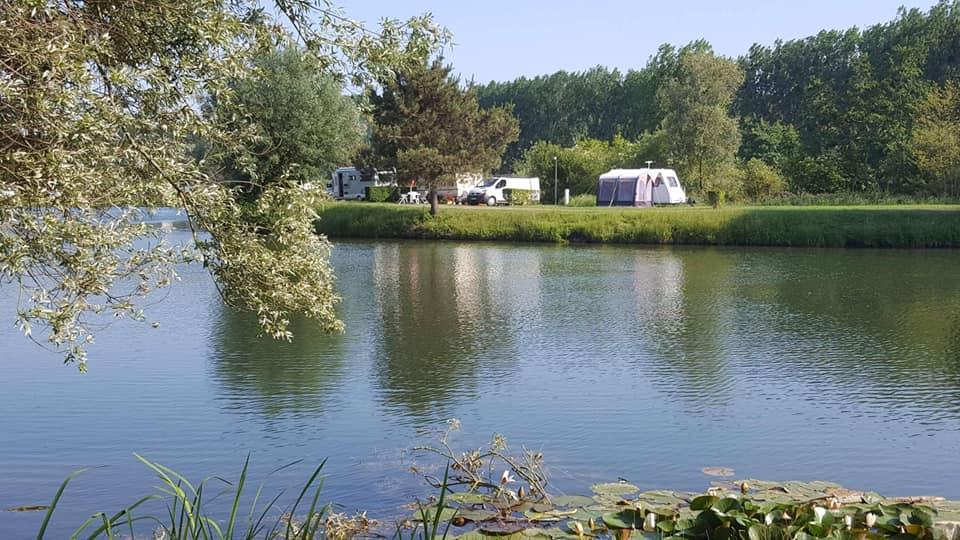 emplacement camping car rivière