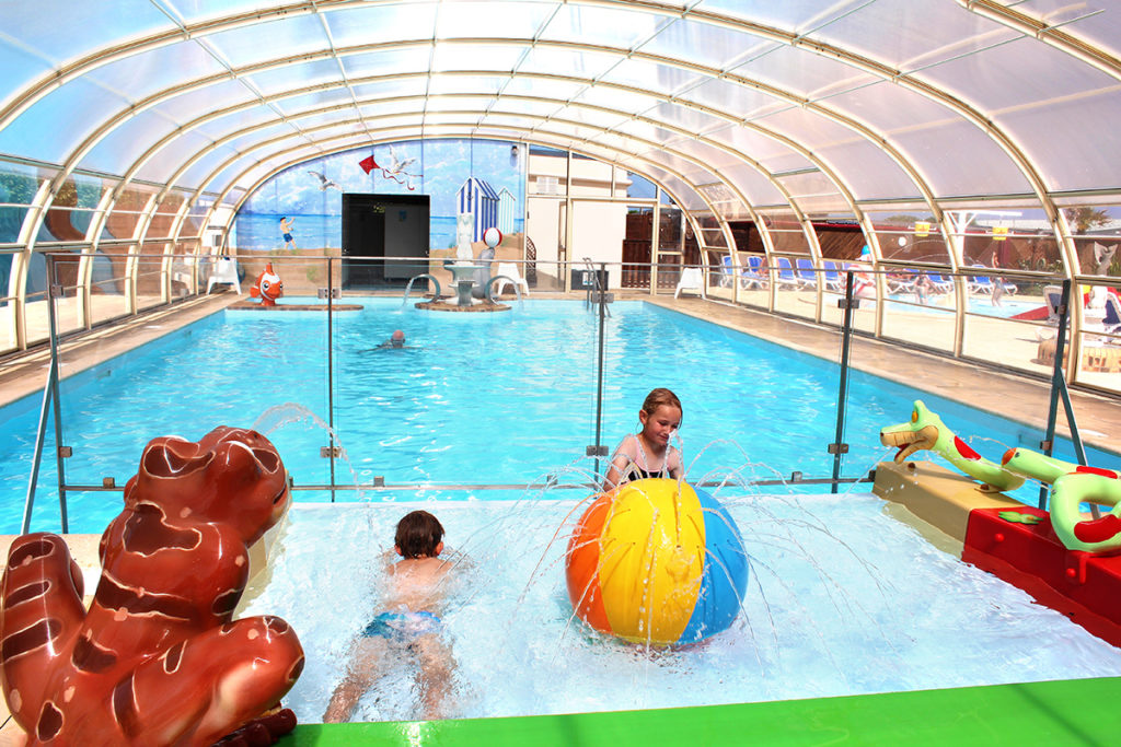 piscine couverte avec bassin enfants