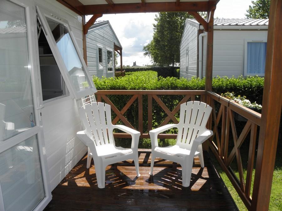 bungalow avec terrasse ensoleillée