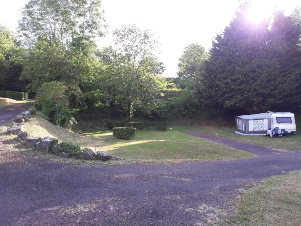 petit camping emplacements élécricité