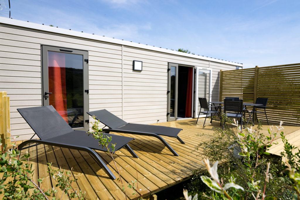 Terrasse mobil home avec transats