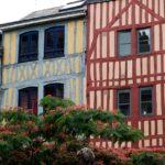 maisons pans de bois colorés